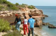 Periodistes alemanys especialitzats en senderisme visiten el GR-92 de la costa