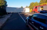 Un camió bolcat aquest matí ha tallat el trànsit a l'N-340 i ha obligat a aixecar les barreres a l'AP-7 entre l'Ametlla de Mar i l'Ampolla