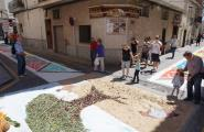 Els carrers de la població es van engalanar aquest diumenge de Catifes de Corpus