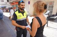 El Servei d'Urgències Municipal realitza una campanya d'informació al comerç local
