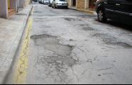 S'asfaltaran pròximament trams en mal estat de carrers a Les Tres Cales i al nucli urbà