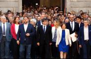 Els alcaldes reben el suport institucional i de la ciutadania després de ser investigats per la Fiscalia per col·laborar amb el referèndum