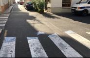 Apareixen passos de vianants convertits en estelades sobre l'asfalt