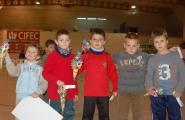 Els alumnes de psicomotricitat, amb el guarniment de l'arbre de nadal i corresponent ball, donen inici a les Jornades Esportives Nadalenques