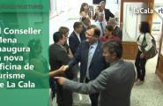 El Conseller Mena inaugura la nova oficina de turisme de La Cala