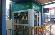L'estació de l'Ametlla de Mar compta amb dos ascensors que comuniquen les andanes