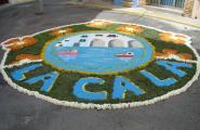 Les flors envaeixen els carrers en la celebració de Corpus a l'Ametlla de Mar