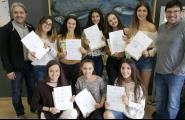 L'Ajuntament fa un reconeixement a les 8 alumnes del Batxibac que van fer pràctiques a l'Oficina de Turisme