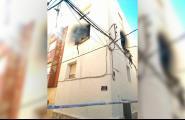 Un incendi va calcinar diumenge un habitatge del carrer Sant Manel