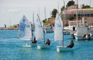 El Club Nàutic de l'Ametlla de Mar ofereix cursos de vela durant el juliol i agost