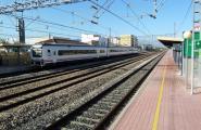 Entren en servei els nous «horaris provisionals» de l'R16 que oficialitzen els retards crònics de la línia ferroviària