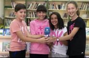 Sortim a l'Escola - Els voluntaris al pati