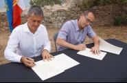 Sensacions a flor de pell en la signatura d'agermanament a Palamós